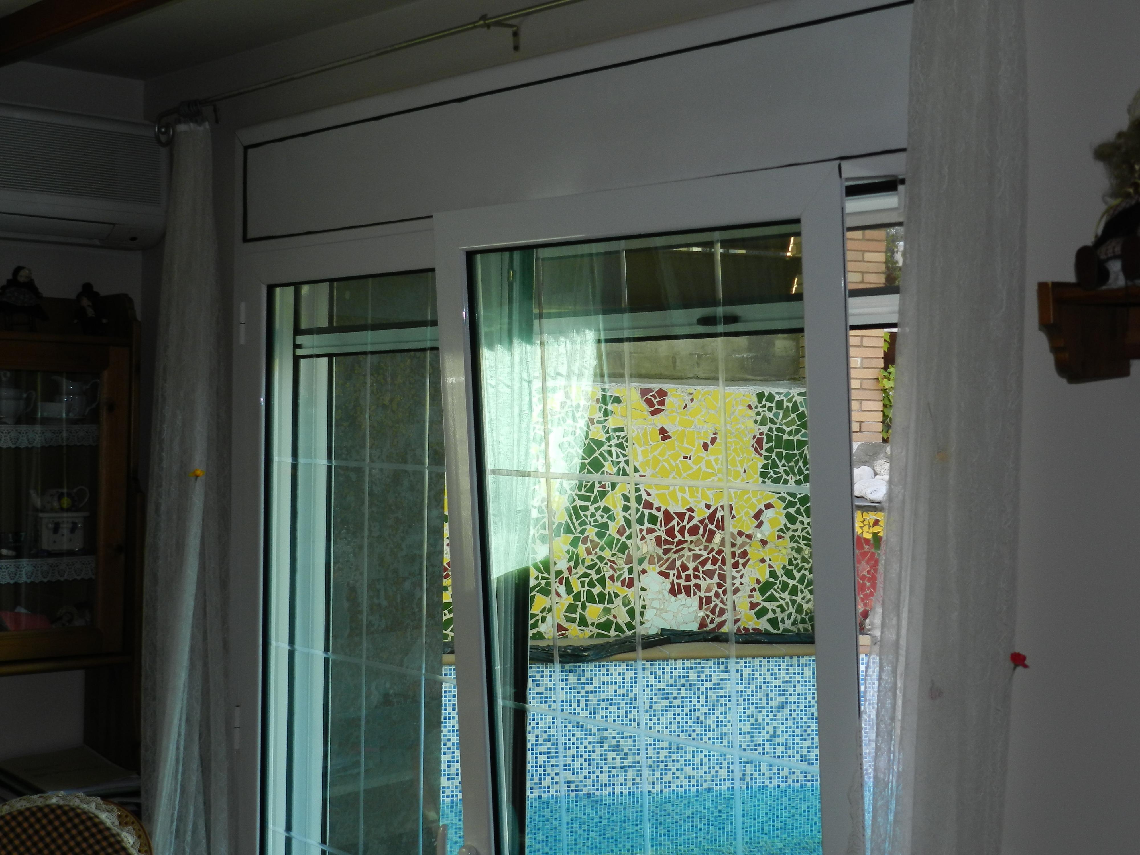 Puertas aluminio exterior jardin stunning las puertas de jardn pueden abrirse manualmente o - Puertas de jardin de aluminio ...