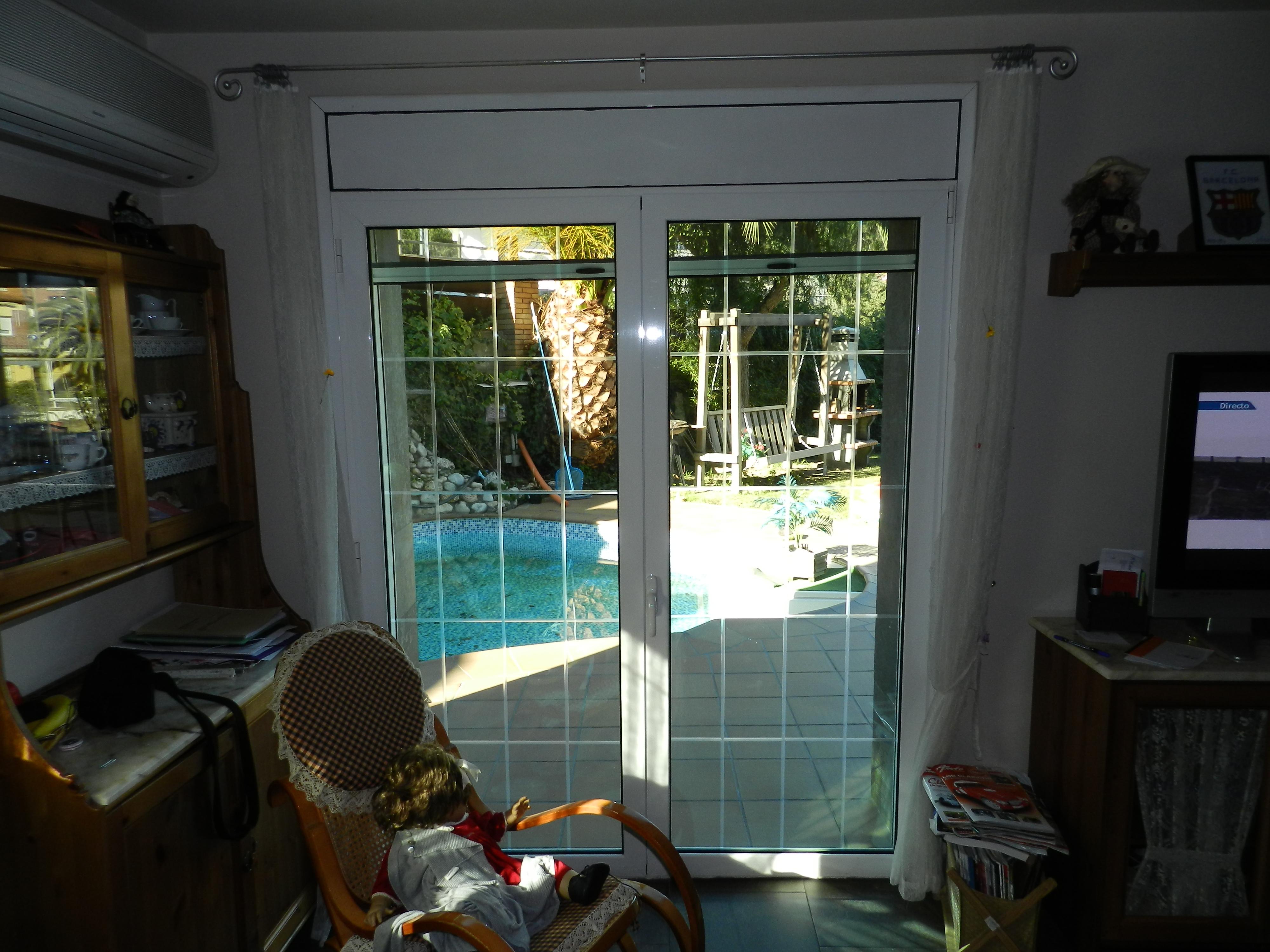 Puertas de aluminio y cerramientos catalogo puertas de for Puertas de jardin de aluminio