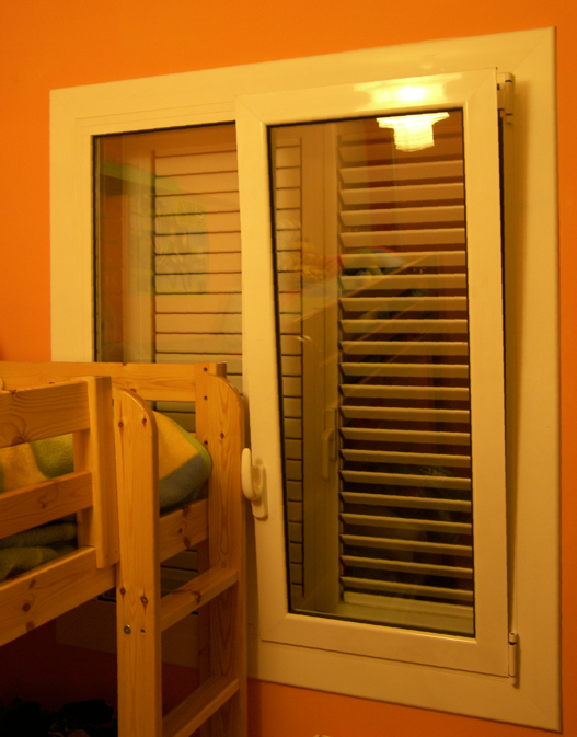 Ventanas aluminio a medida alumini santa coloma for Precio ventanas aluminio a medida
